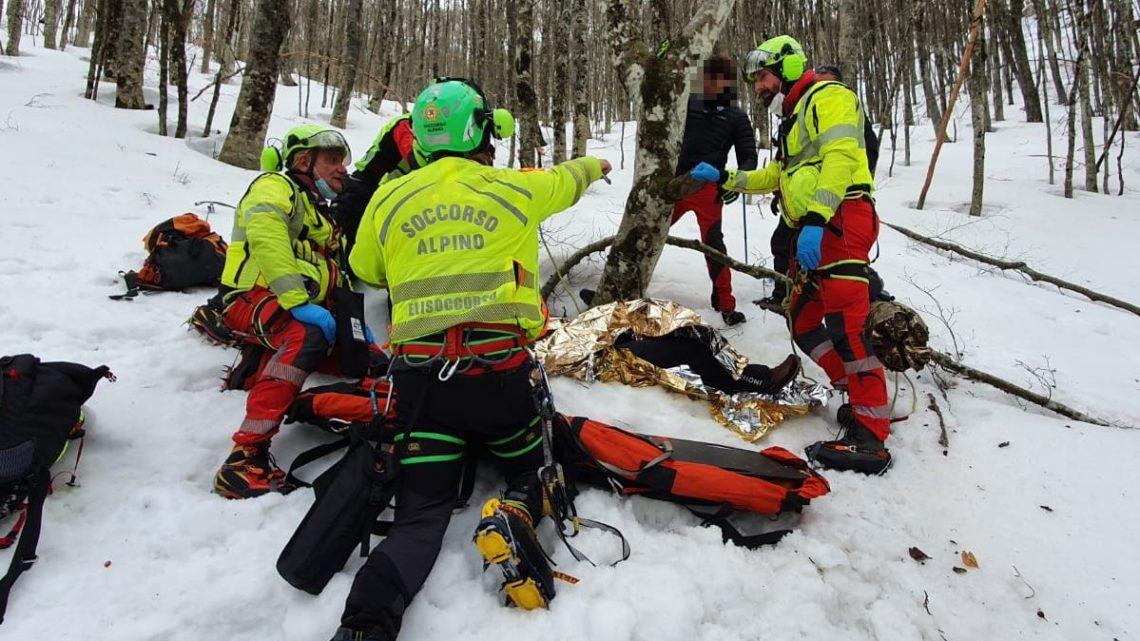 Scivola durante un'escursione sul Monte Gemma, 50enne soccorso dal Cnsas