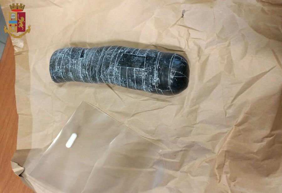 Un cilindro da 3 etti di eroina nelle parti intime, arrestata a Cassino 30enne di Sora