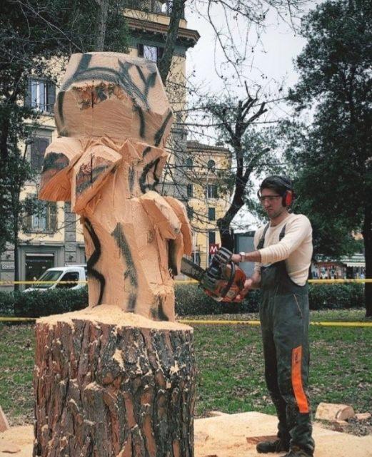 Un tronco diventa fiore in piazza Re di Roma per ricordare Pamela Mastropietro