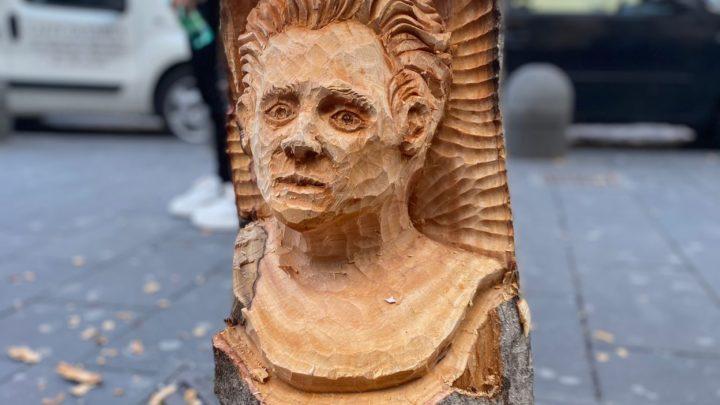 Napoli. L'Uomo di Strada di Andrea Gandini a piazza Carità