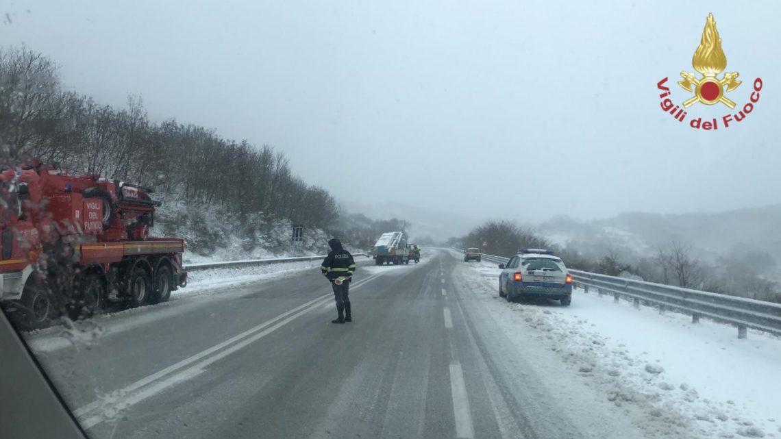 Emergenza neve in provincia di Isernia, Vigili del Fuoco in allerta