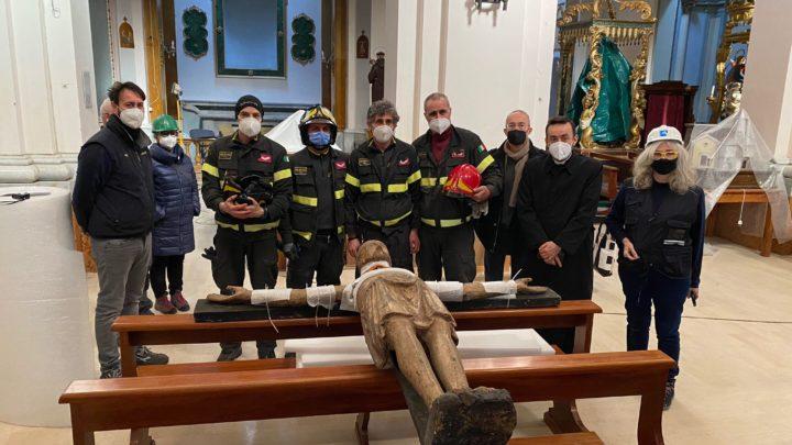 Il Crocifisso triumphans di Collevecchio trasportato a Rieti per il restauro