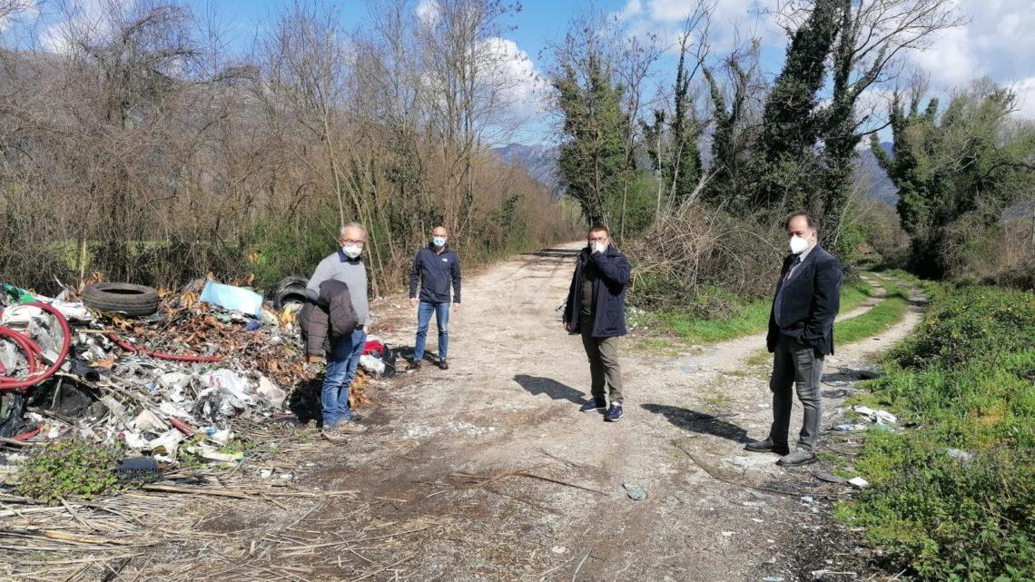 Cassino – Rifiuti lungo il fiume Rapido, sopralluogo dell'amministrazione comunale per lo smaltimento