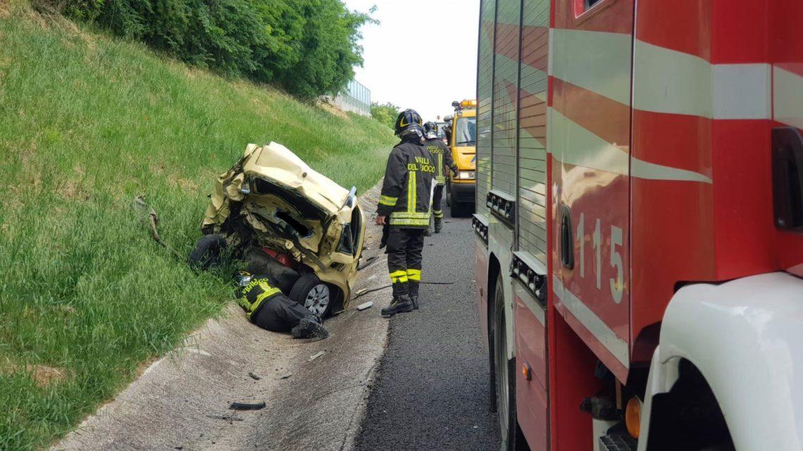 Tamponamento tra auto in autostrada tra Cassino e Pontecorvo, due feriti e code di 1 chilometro