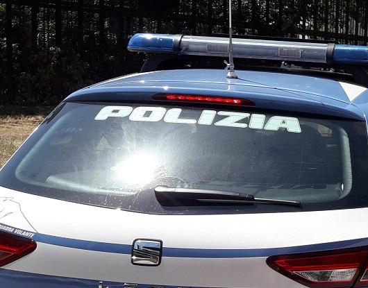 Arrestato ex pastore evangelico, è accusato di aver violentato a Ponza per 14 anni le tre figlie minorenni